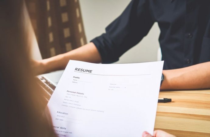 What are the different kinds of cv and what is the best type to go with on your first job application?